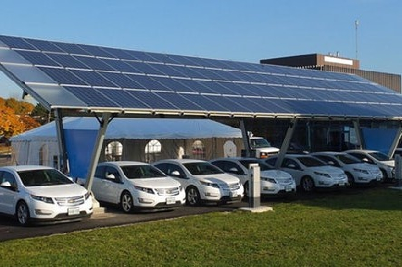 A solar-powered charging station in Toronto Canada. (Sass Peress, Renewz Sustainable Solutions Inc)