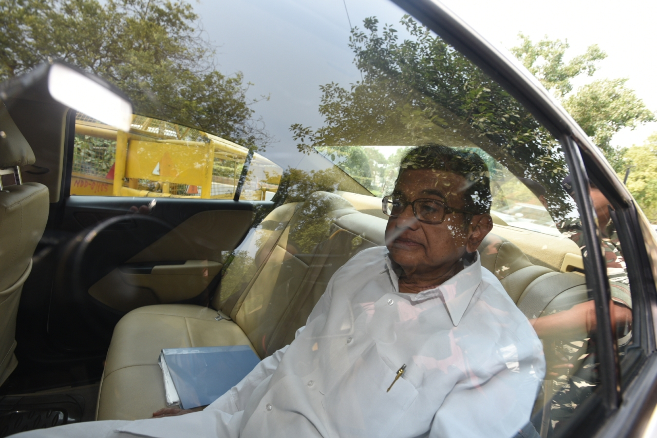 Former Finance Minister P Chidambaram arrives for questioning at the Enforcement Directorate office. (Sonu Mehta/Hindustan Times via Getty Images)