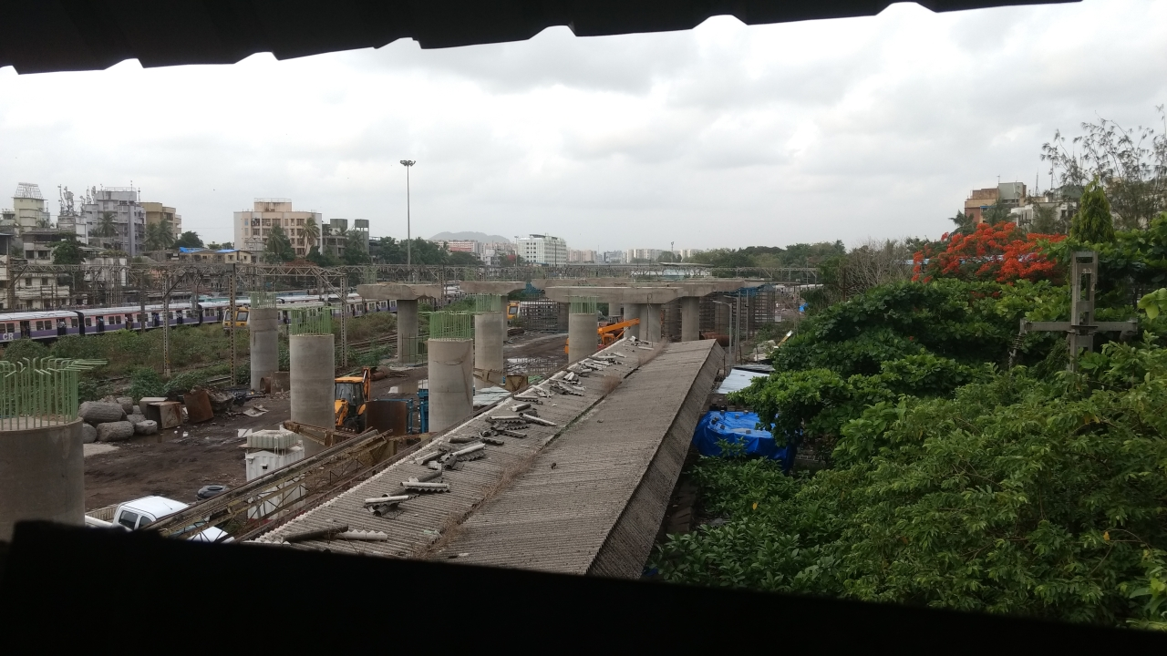 A view of the upcoming elevated section at Kurla station