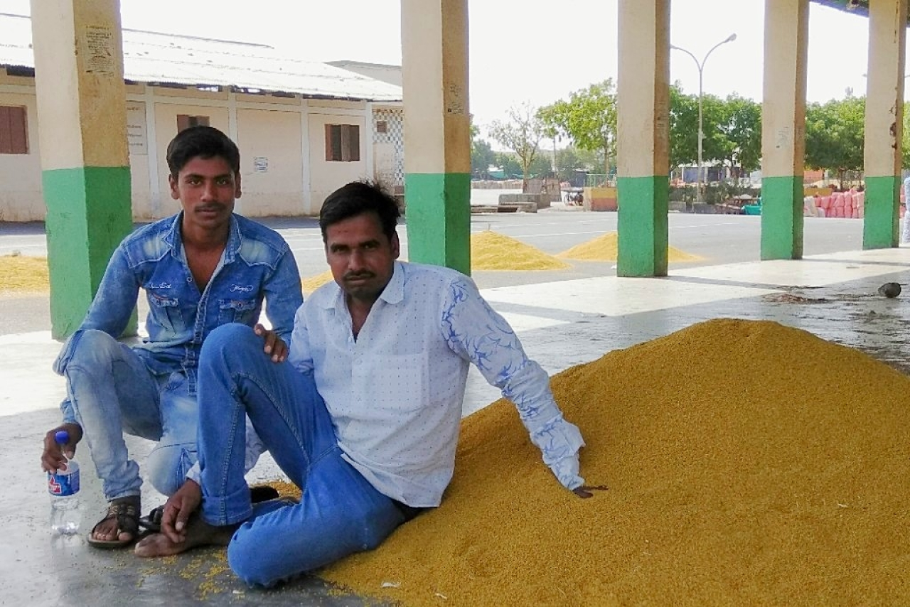Farmers with their produce at the <i>mandi.</i>