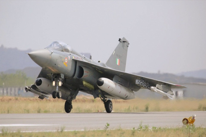 Make In India Success: Share Of Imported Parts In Indian Weapons Down To 40  Per Cent  In Four Years