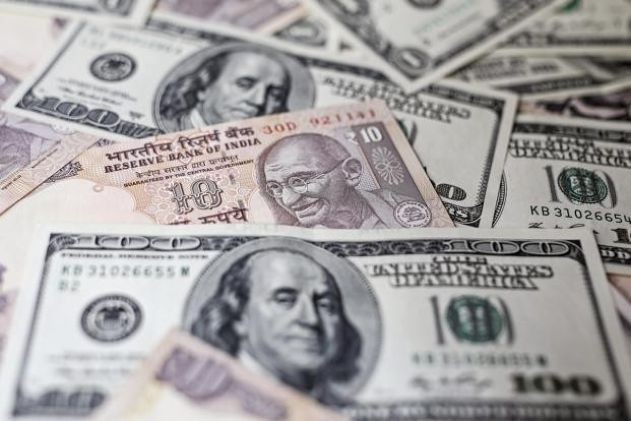 Rupee and dollar notes. (LiveMint)