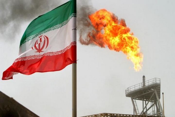 Amid Threat Of Sanctions, Iran Throws In Shipping, Insurance To Make Its Oil More Attractive For Indian Firms