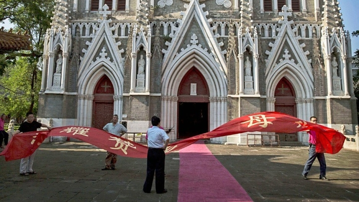After Islam, China Begins Crack Down On Christianity