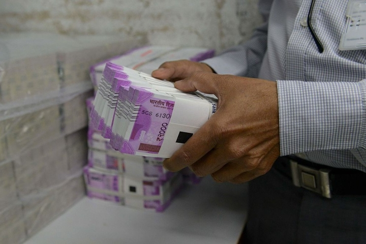 For The First Time Ever, Rupee Breaches The 70-Mark Against US Dollar