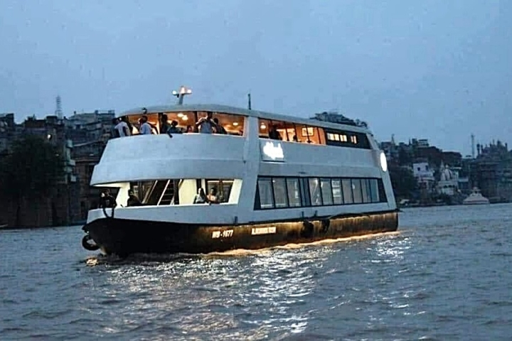 Watch: Luxury Cruise Inspired By 'Startup India' Reaches Varanasi From Kolkata