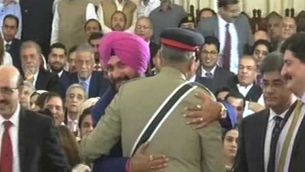 Sidhu Shouldn't Have Hugged Pakistan Army Chief, Soldiers Being Martyred On Borders: Punjab CM Amarinder Singh
