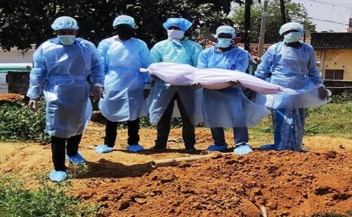 Coronavirus Bihar Lockdown Update : मुंगेर में कोरोना संदिग्ध बच्ची की मौत, आनन-फानन में मेडिकल टीम ने शव को दफनाया