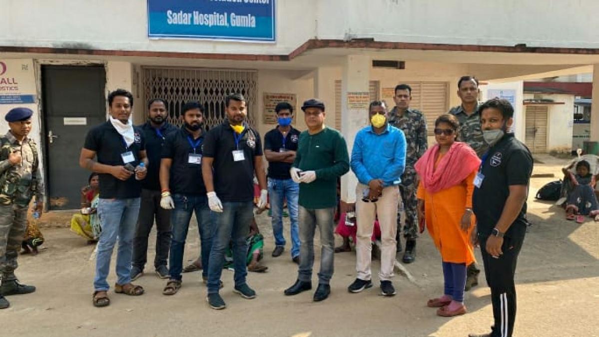Coronavirus Lockdown: जीवन संस्था ने गुमला में भूखों को कराया भोजन, कई और संस्था भी कर रहे मदद