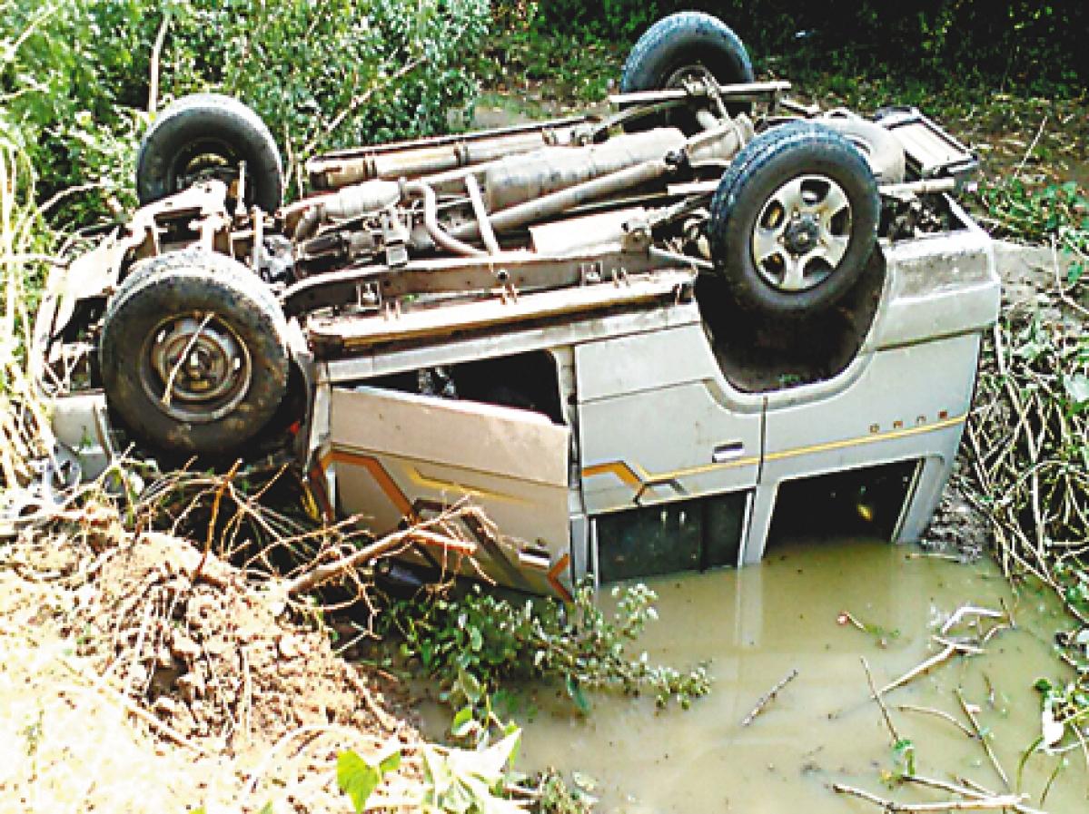 टाटा सूमो अनियंत्रित होकर खाई में गिरी, पांच पर्यटकों की मौत