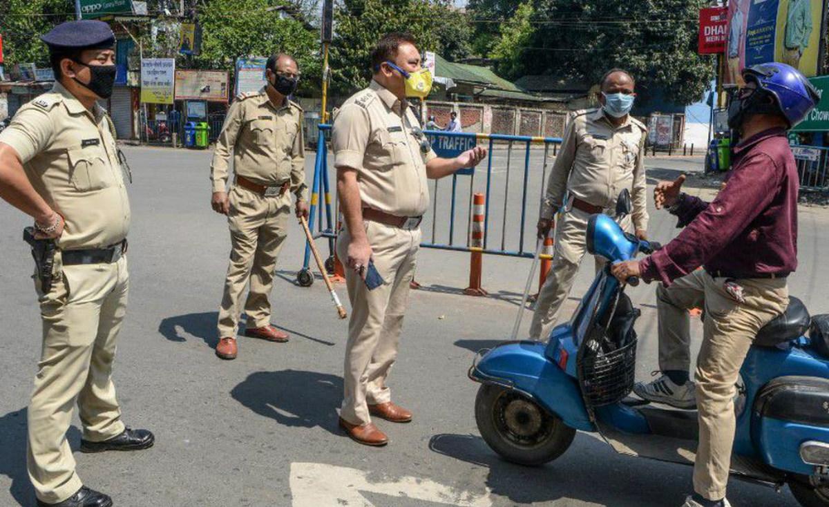 Coronavirus Lockdown: ट्रक चालक से रिश्वत लेने के आरोप में बंगाल के चार पुलिसकर्मी निलंबित