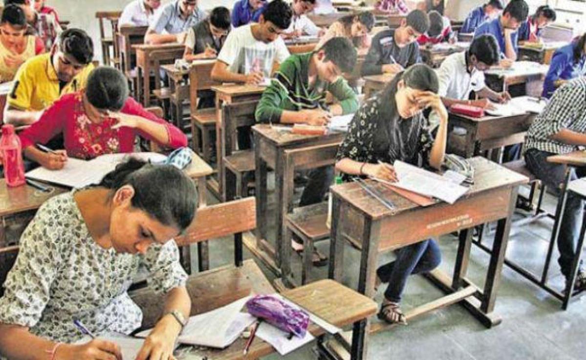 बिहार : शिक्षा विभाग का अजीब फरमान, मृत शिक्षकों को नियुक्त किया परीक्षक