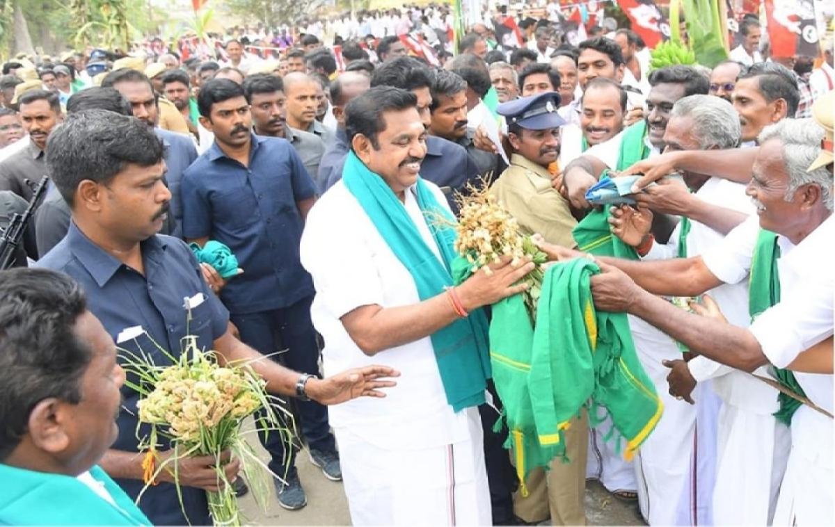 धान रोपाई के बाद किसानों ने मुख्यमंत्री को अपने अन्न का कुछ हिस्सा दान भी किया.