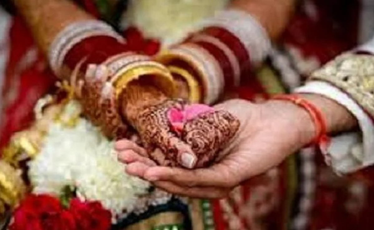 कोराना से जंग: न दावत न बजी शहनाई, सिर्फ लड़का व लड़की, और हो गयी शादी