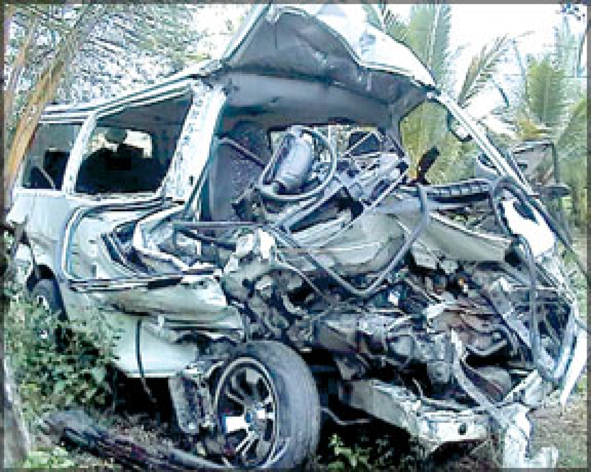 शादी समारोह से लौट रहा वाहन दुर्घटनाग्रस्त, 20 लोग घायल