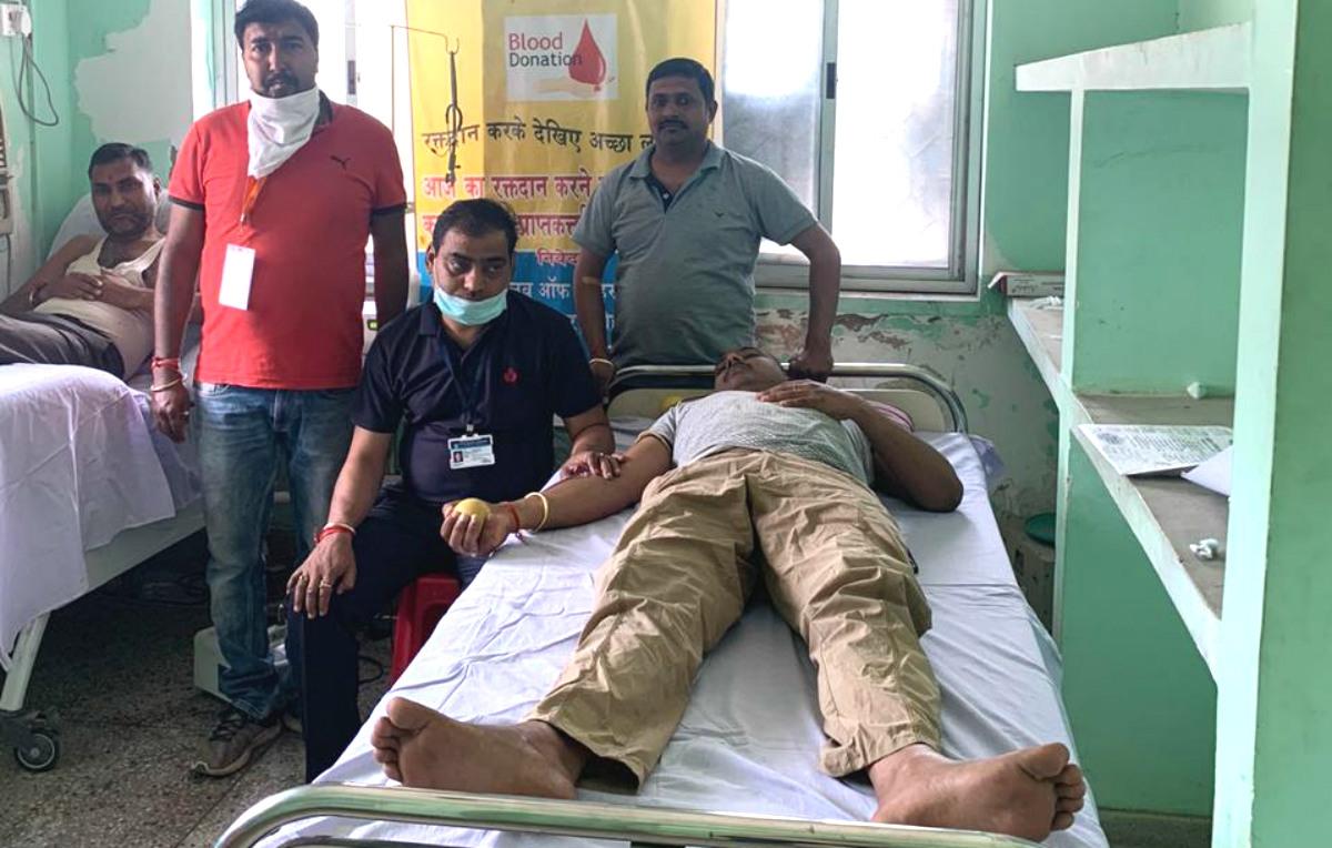 Coronavirus Outbreak: संकट की इस घड़ी में रक्तदान कर रहे हैं लोहरदगा के युवा