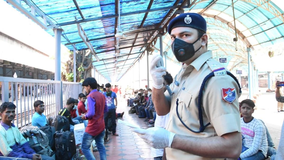 बंगाल से मैथन में प्रवेश कर रहे प्रवासी मजदूरों को रोकने पर हंगामा