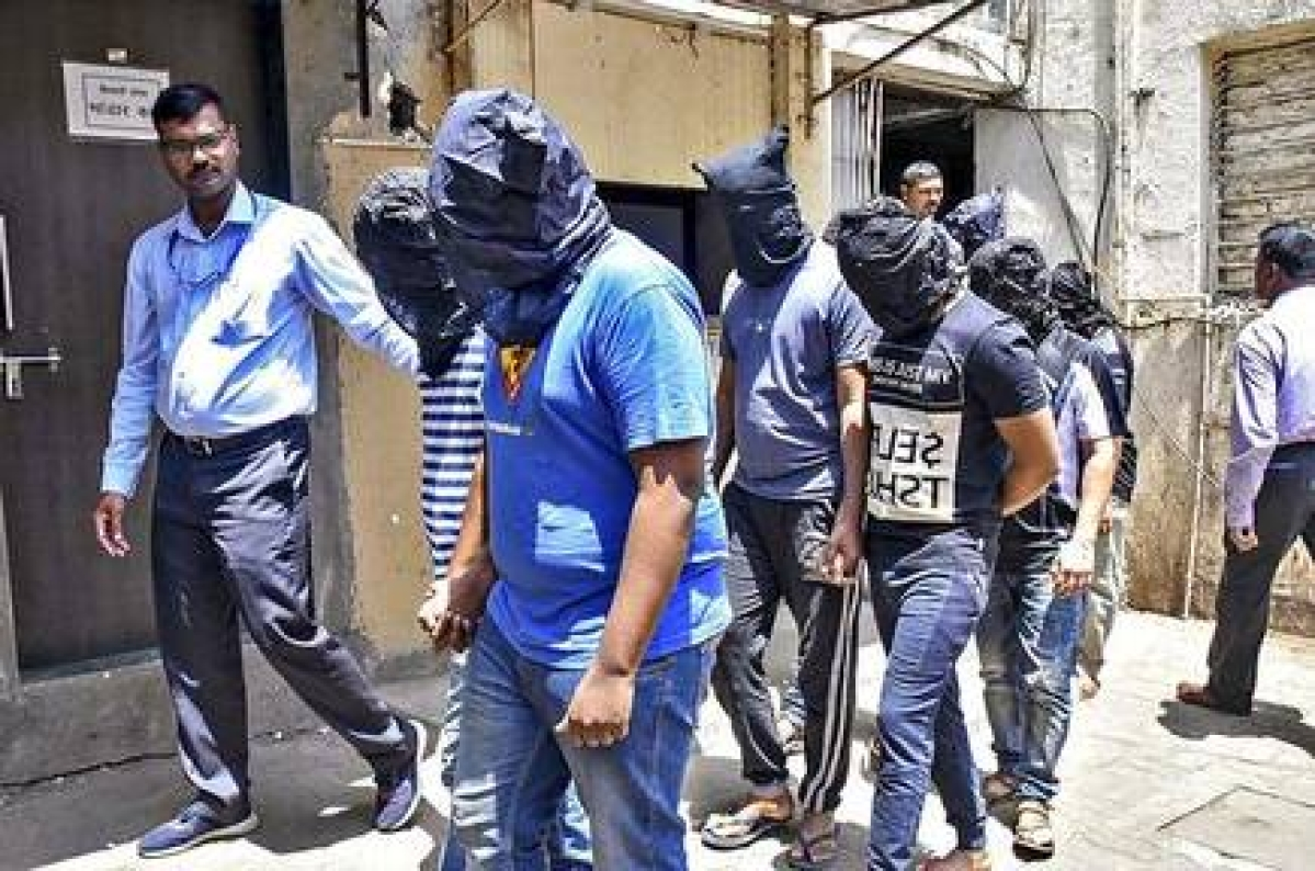 छह साइबर आरोपित गिरफ्तार, 11 मोबाइल जब्त, यूपीआइ से होता था ठगी