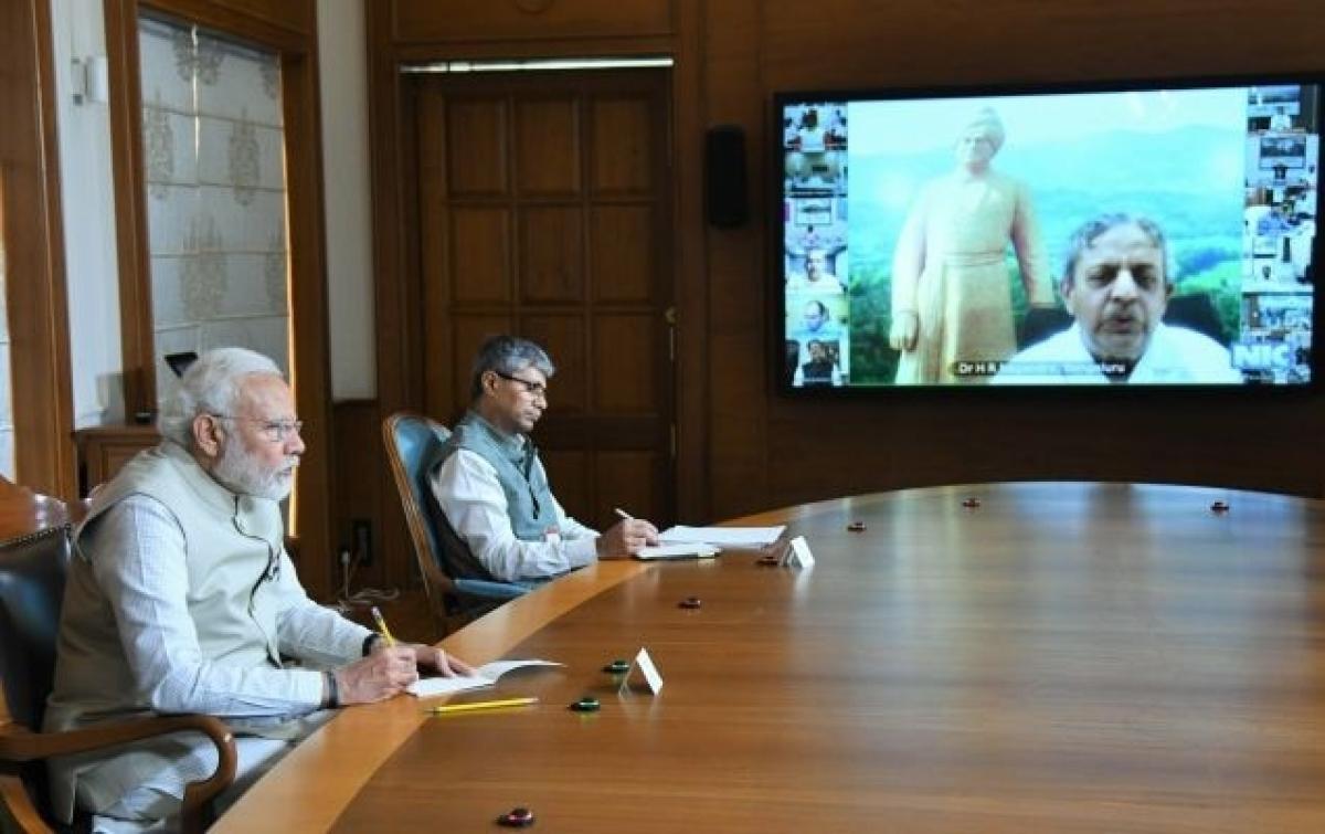 India Fights Corona : PM-CARES Fund में लाखों, करोड़ों रुपये कर रहे दान, जानें किसने कितना दिया