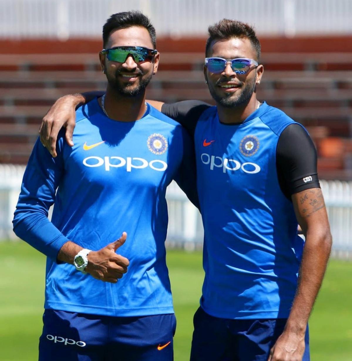 पांड्या ब्रदर्स की जुगलबंदी को भला कैन नहीं जानता. फैंस को इस बार भी आईपीएल में इन दोनों भाईयों से धमाल की उम्मीद है.
