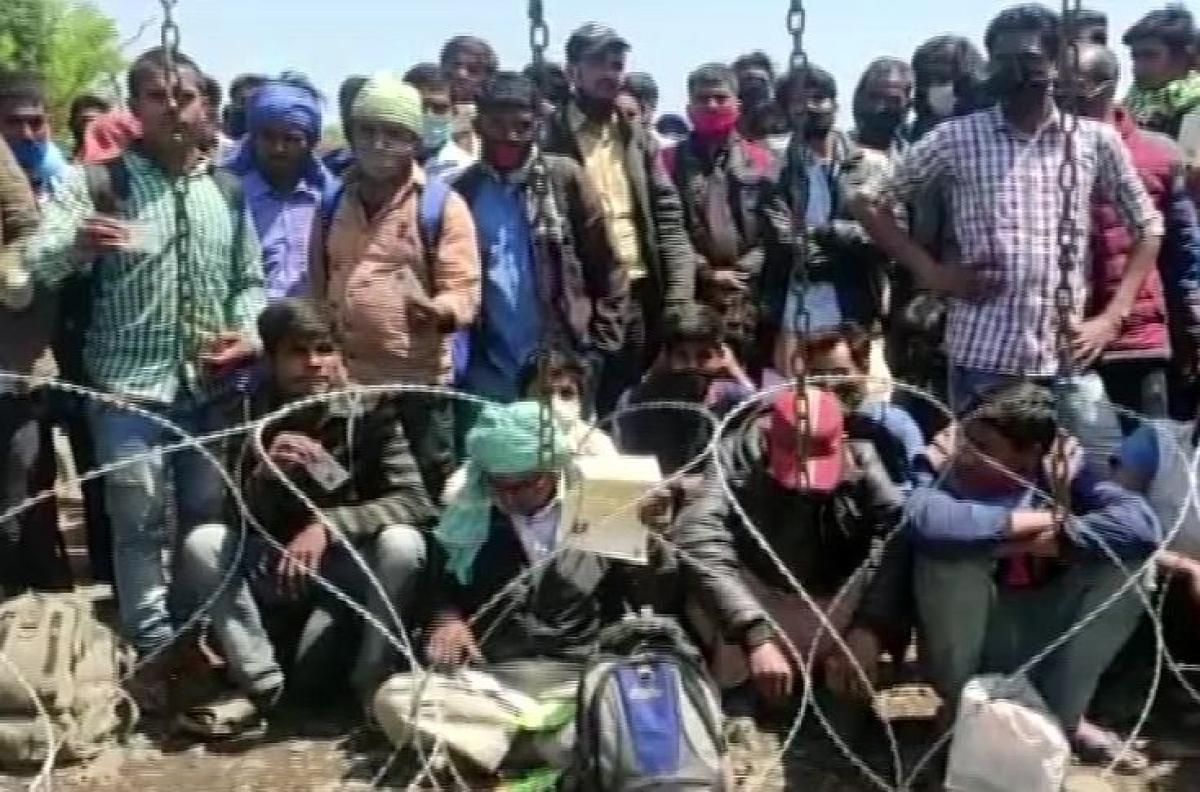Lockdown : नो मेंस लैंड पर धरने पर बैठे वतन लौट रहे नेपाल और भारत के लोग