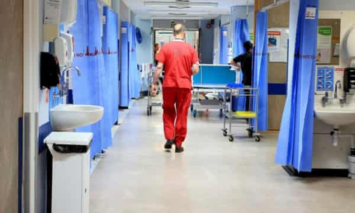 वार्ड व अस्पताल की साफ सफाई पर दें विशेष ध्यान