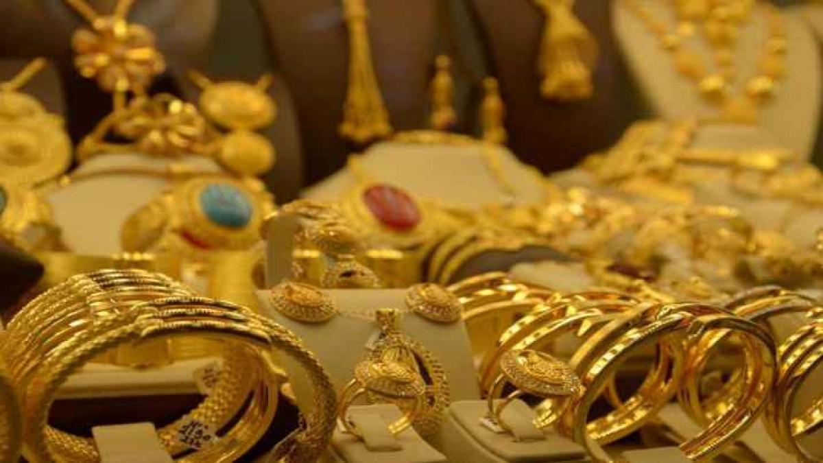 Gold Price: 21 दिन के लॉकडाउन के कारण सोने का रेट दूसरे दिन भी गिरा, जानिए क्या है कीमत