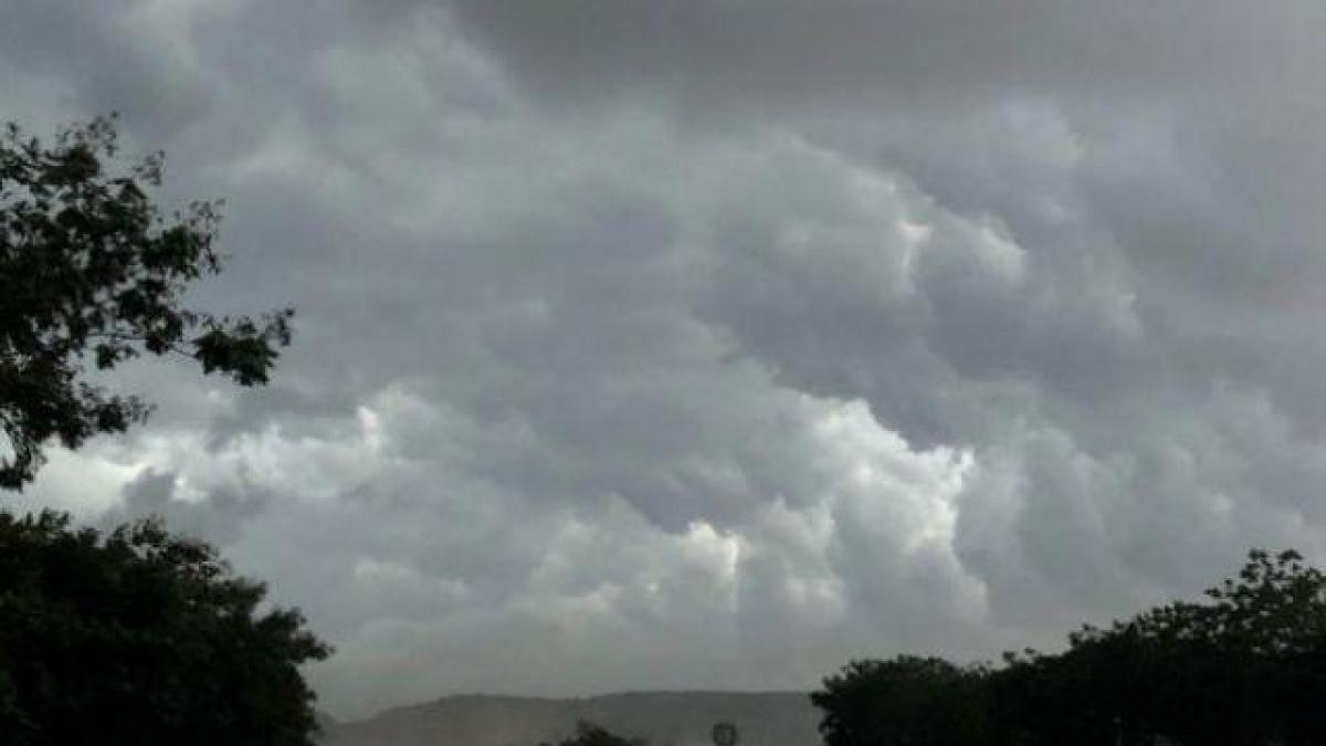 Weather Forecast Live: झारखंड में अचानक बिगड़ा मौसम का मिजाज, इन जिलों में हुई तेज आंधी के साथ बारिश