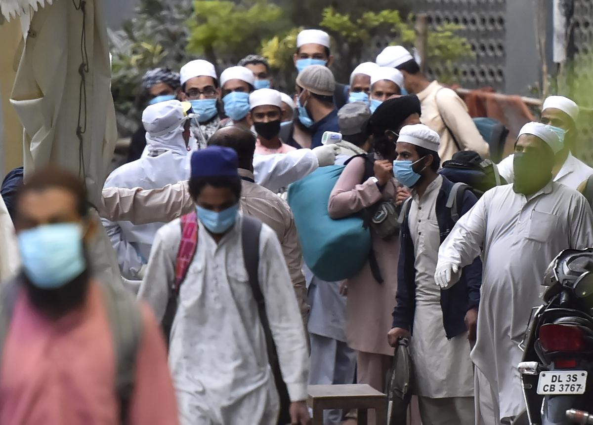 Coronavirus Outbreak Live Update : दिल्ली सरकार ने धार्मिक सभा के आरोप में निजामुद्दीन के मौलाना के खिलाफ FIR दर्ज करने का दिया आदेश