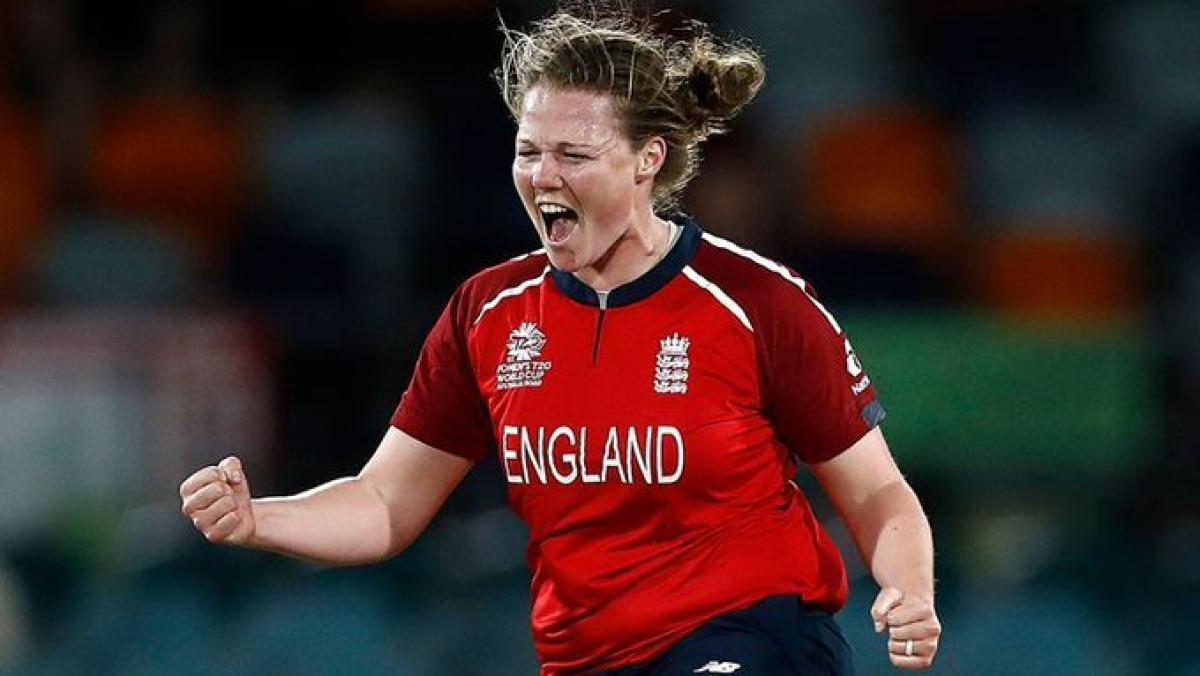 इंग्लैंड की बेहतरीन गेंदबाज अन्या श्रुबसोलें से भारतीय टीम को बचकर रहना होगा, जो अपनी घातक गेंदबाजी के लिए जानी जाती हैं.
