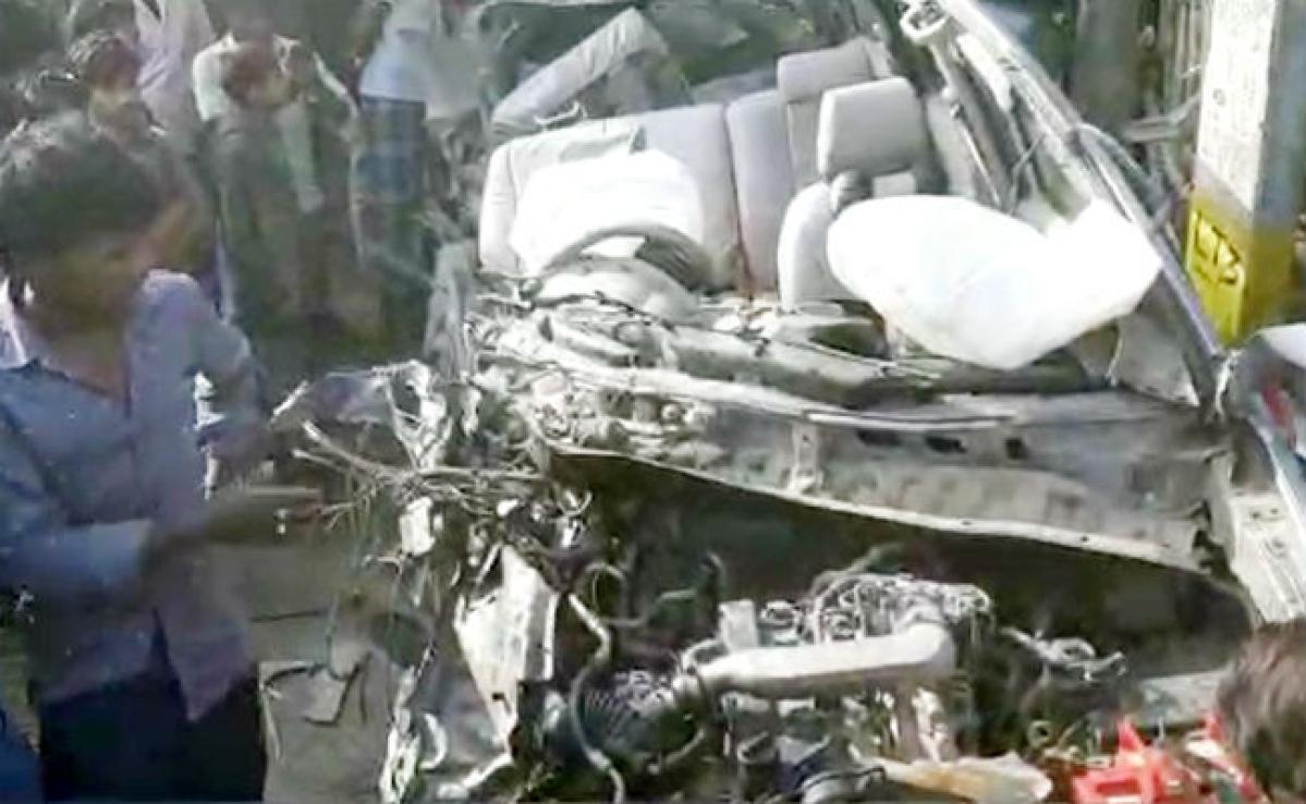 सुपौल में भीषण सड़क हादसा, बस की टक्कर से इनोवा कार के परखचे उड़े, तीन लोगों की मौत