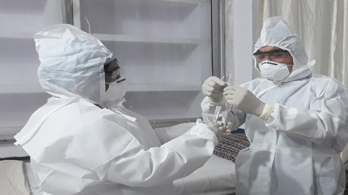 Coronavirus Outbreak : मरीज के इलाज के दौरान जसलोक हॉस्पिटल के 21 लोग संक्रमित, बंद की गयी सेवाएं