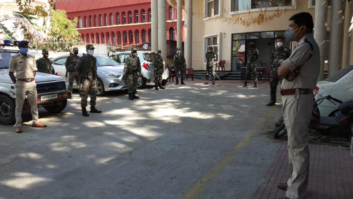 Coronavirus LIVE update Jharkhand : धनबाद पुलिस ने सोशल मीडिया में फेक न्यूज चलाने वालों पर कड़ी कार्रवाई का आदेश दिया