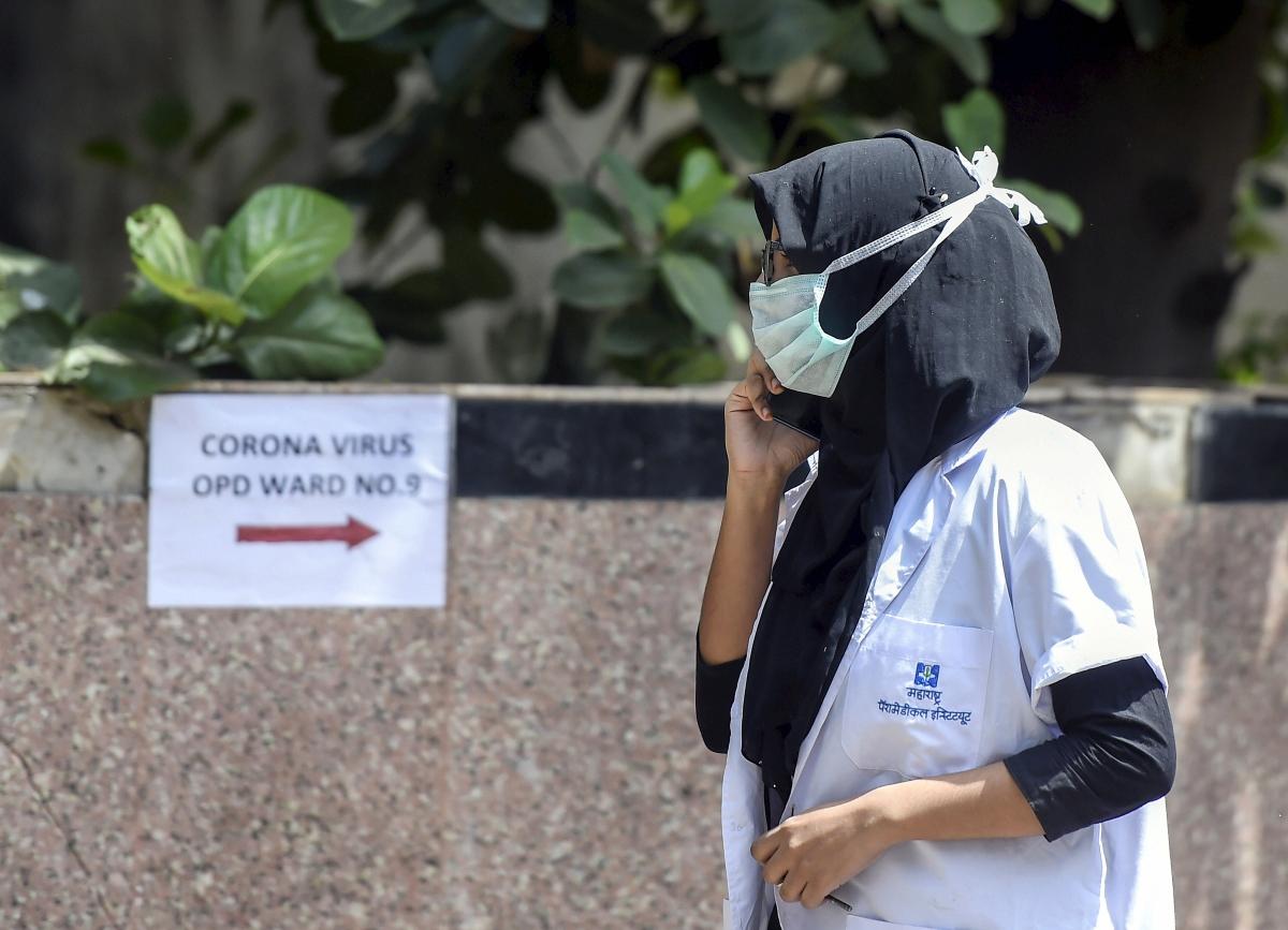कोरोना वायरस से पीड़ित मरीजों को बचाने के लिए डॉक्टर लगातार प्रयासरत हैं.