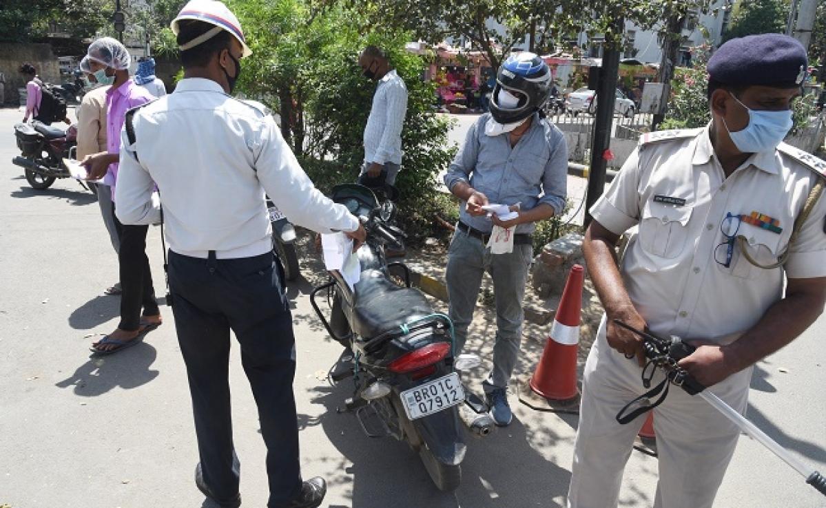 Coronavirus Updates : बिहार में 'लॉकडाउन' का उल्लंघन करने वालों पर पुलिस सख्त, 14 गिरफ्तार, 329 वाहन जब्त