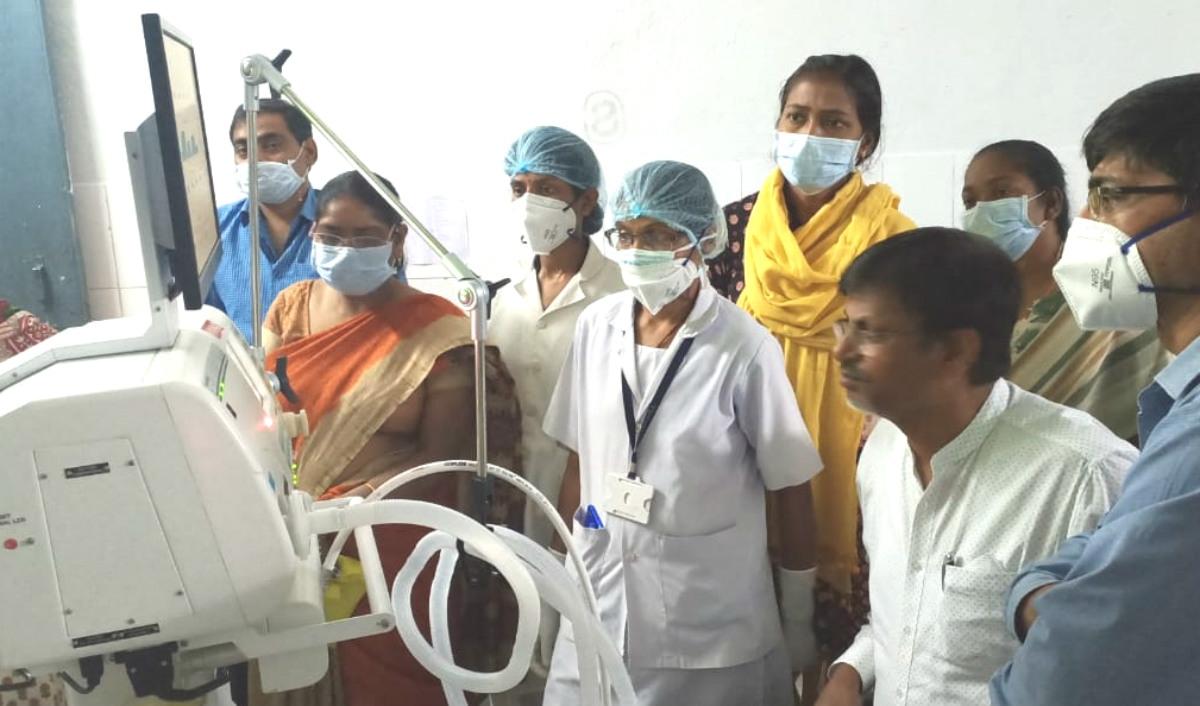 CoronaVirus Lock Down: लोहरदगा सदर अस्पताल में लगाया गया वेंटिलेटर मशीन