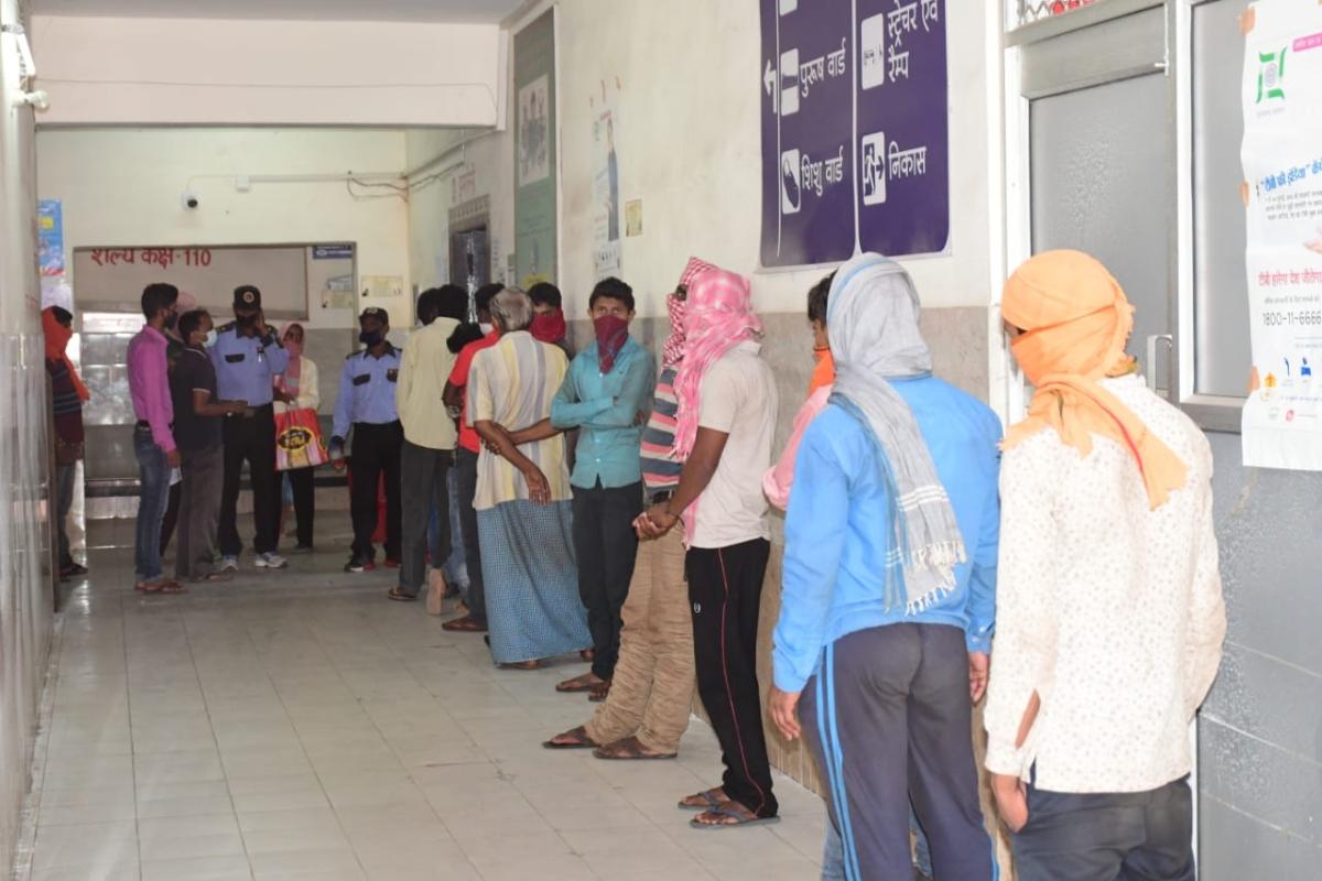 Coronavirus Outbreak: बंगाल के 17 मजदूरों की पुलिस ने रोककर करायी जांच, दो मजदूर संदिग्ध, आईसोलेशन में भेजा