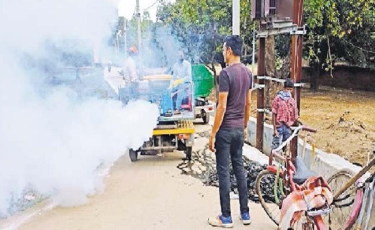 कोरोना का खौफ: कोरोना से मृत युवक के घर नहीं पहुंची स्वास्थ्य टीम, गांव में दहशत