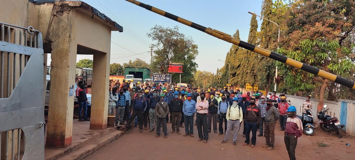 किरीबुरु खदान में कोरोना वायरस की रोकथाम के नहीं हो रहे उपाय, SAIL के कर्मचारियों ने किया काम करने से इन्कार