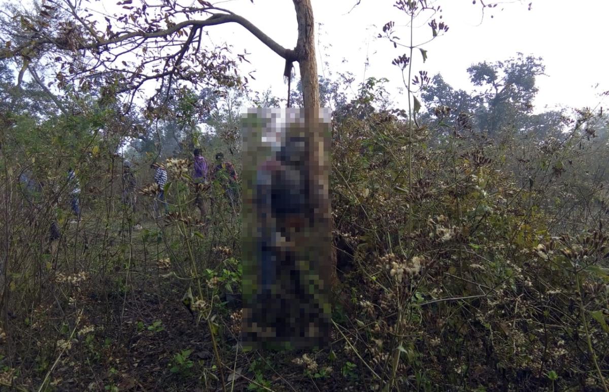 बोकारो के जंगल में मफलर से लटका मिला अधेड़ का शव