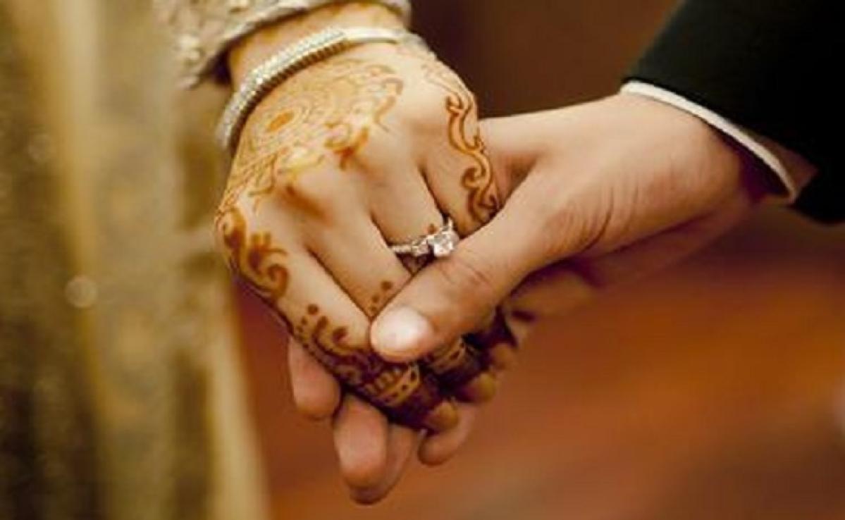 कोरोना ने करायी अनोखी शादी,  न दावत न शहनाई, एक दूजे के हो गये शाहजहां-दिलशाद