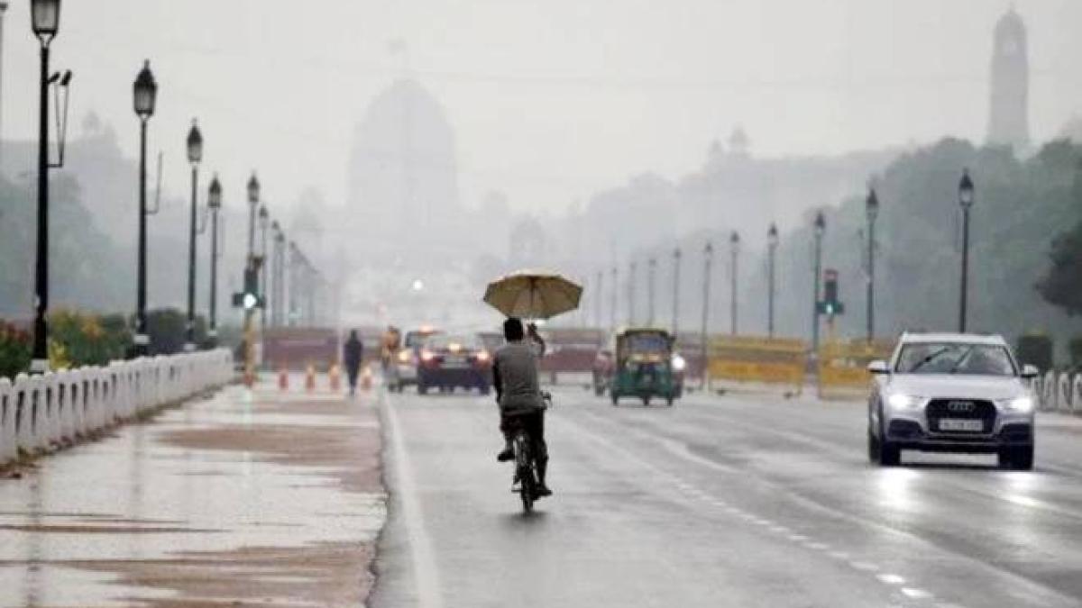 Weather Alert LIVE: दिल्ली NCR में हल्की बारिश के आसार, 20 से 25 किलोमीटर प्रति घंटे की गति से चलेगी हवा