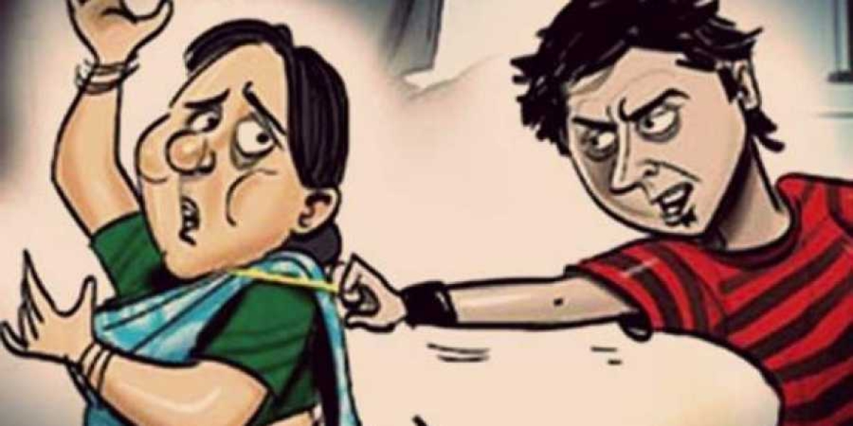 चेन छीन कर भाग रहे अपराधी को महिला पुलिस ने पकड़ा