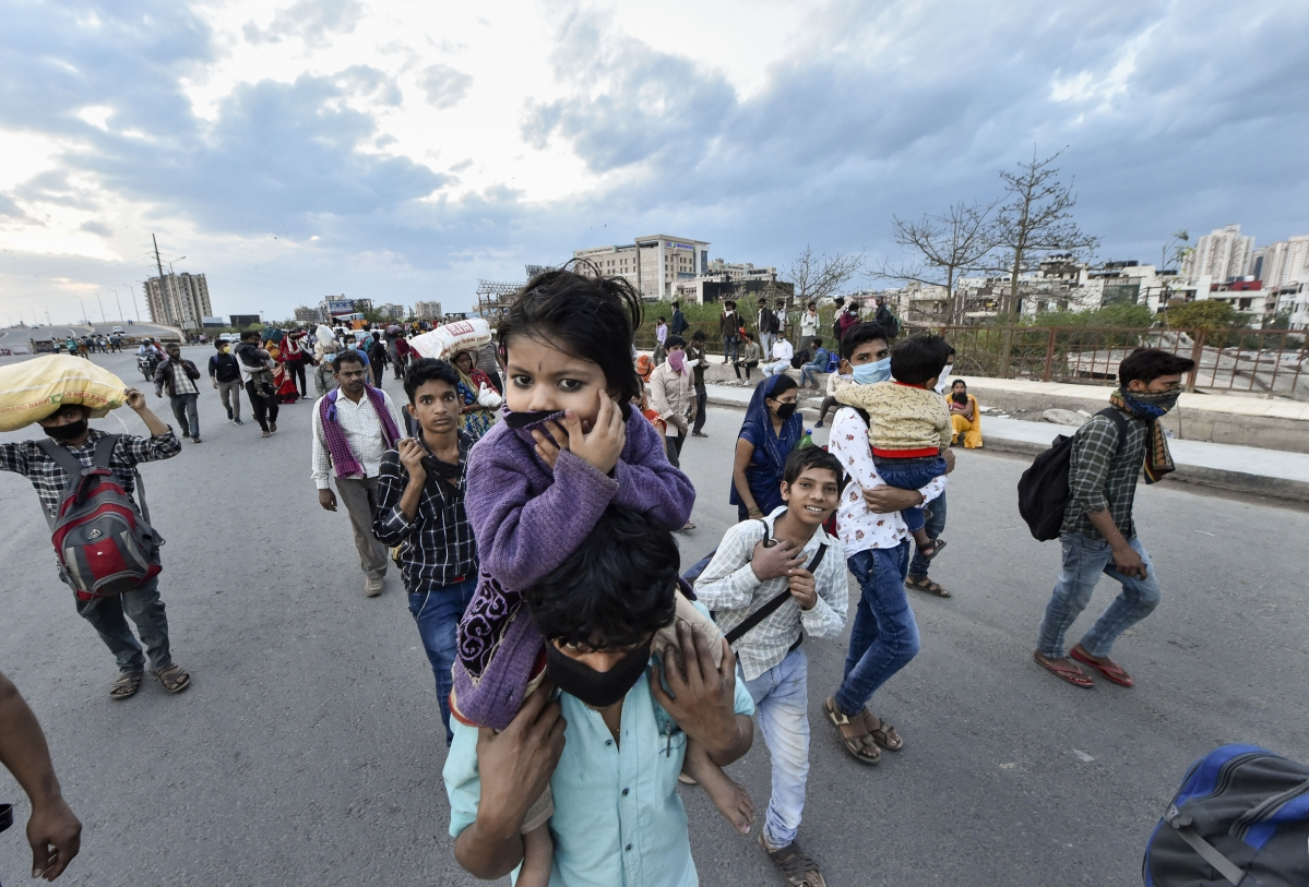 Coronavirus Impact: क्या केजरीवाल सरकार ने काट दिया बिजली-पानी का कनेक्शन ?, इसलिए लोग छोड़ रहे हैं दिल्ली