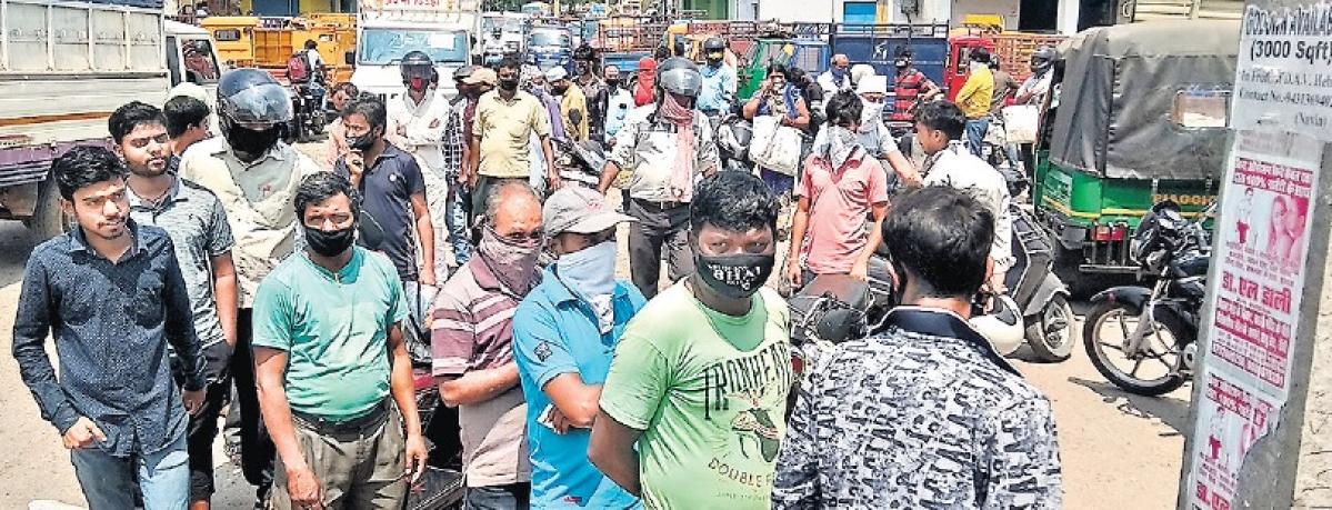 Coronavirus Lockdown Jharkhand : पंडरा  बाजार में एक दिन में बिका 48 हजार लीटर सरसों तेल और 1500 क्विंटल आटा