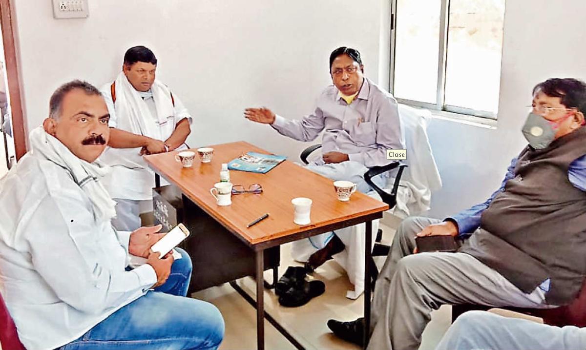कांग्रेस तीन मंत्रियों ने की बैठक, कहा- एक भी व्यक्ति की भूख से या इलाज के अभाव में मौत न हो