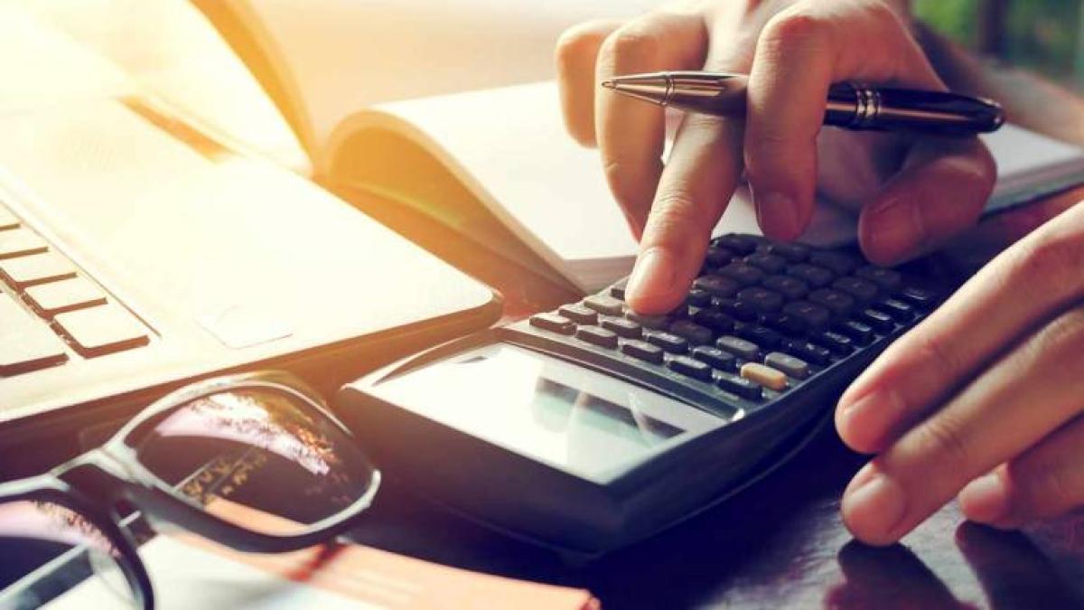 कारोबारियों को देना होगा 93 लाख का एडवांस टैक्स