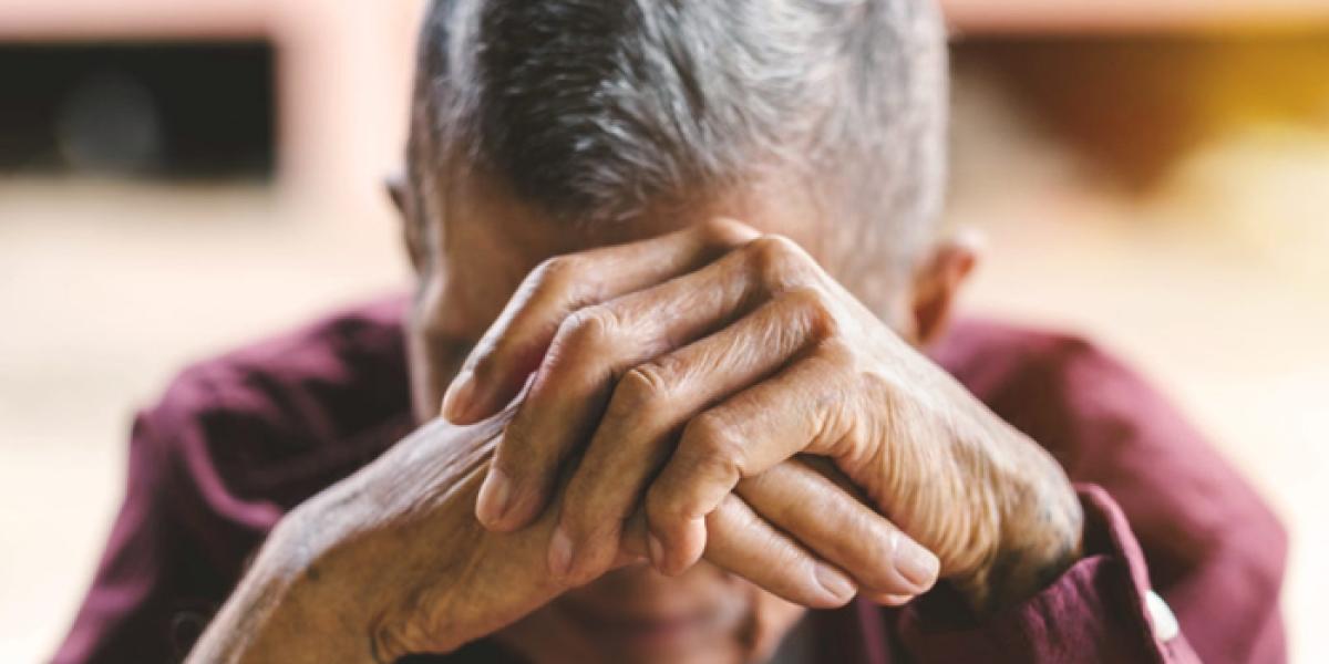 93 साल के एक बुजुर्ग ने कोरोना को दी मात, डॉक्टरों ने ताली बजाकर दी विदाई