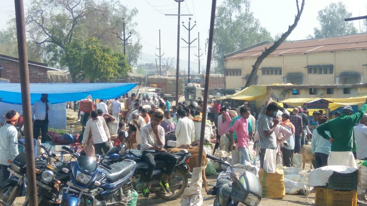 सुबह ही खुल गया गढ़वा बाजार.