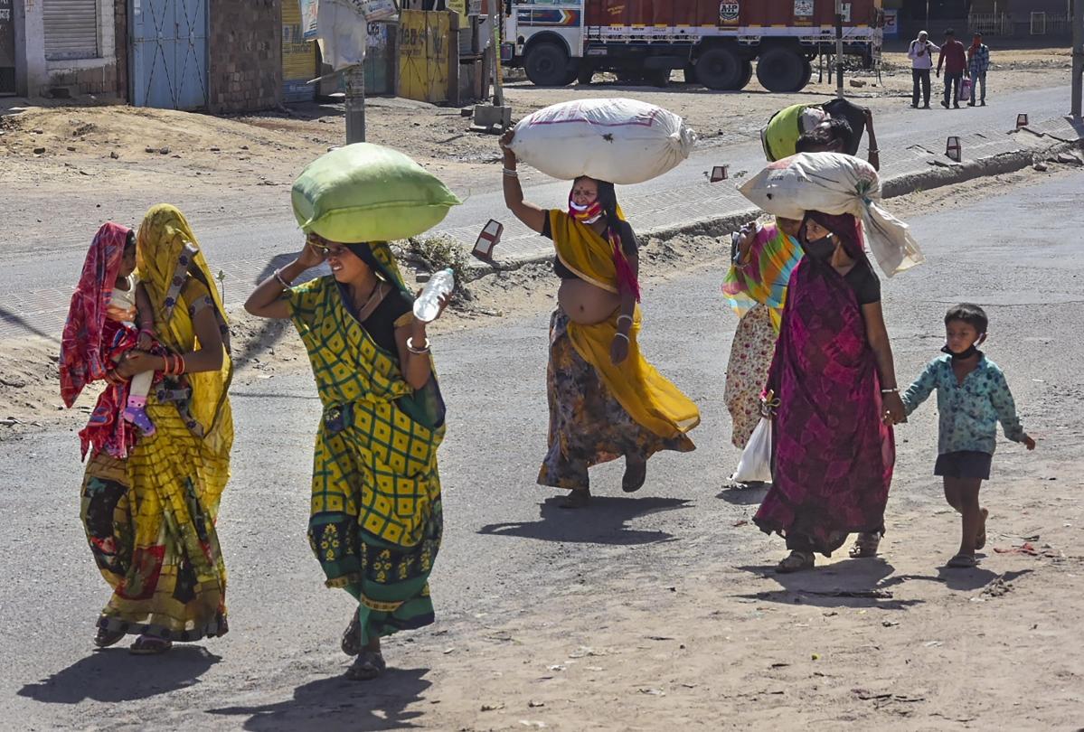 Coronavirus Lockdown : पैदल चल रहे श्रमिकों को उत्तर प्रदेश सीमा तक छोड़ने के लिए राजस्थान रोडवेज ने भेजी 110 बसें